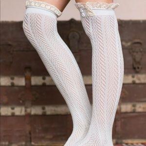 Three Bird Nest | Light Gray Pointelle Knee Socks